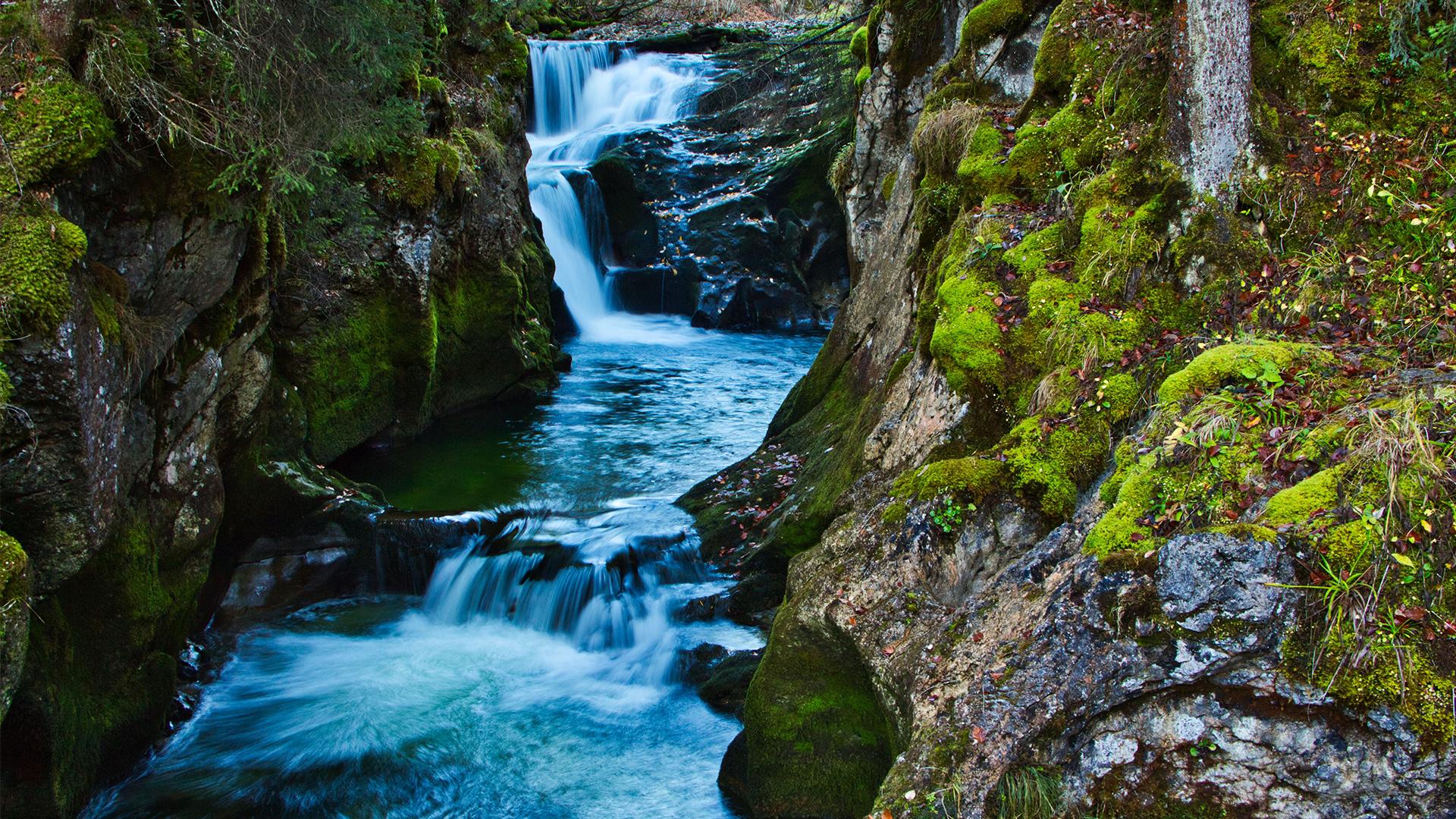 Grundlsee_Waterfall-16_9